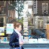 hermonystraat, amsterdam, boekenstapel, voorbijganger