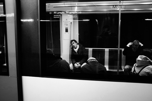 straatfotografie, streetphotography, amsterdam, metrostation Nieuwmarkt