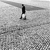 Albert Heijn tas, persoon in ruimte, straatfotografie